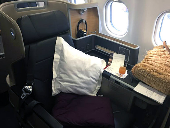 09_Qantas_ flat-bed seat means business